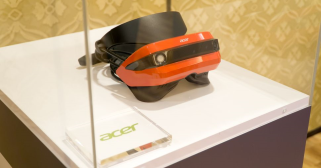 CES 2017 Acer VR headset